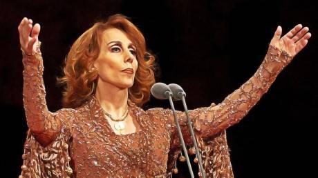 Macron to meet iconic singer Fairuz in push for Lebanon reform