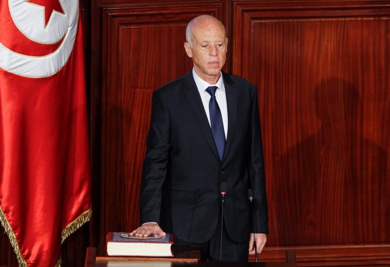 Photo of الرئيس التونسي الجديد يؤدي اليمين الدستورية