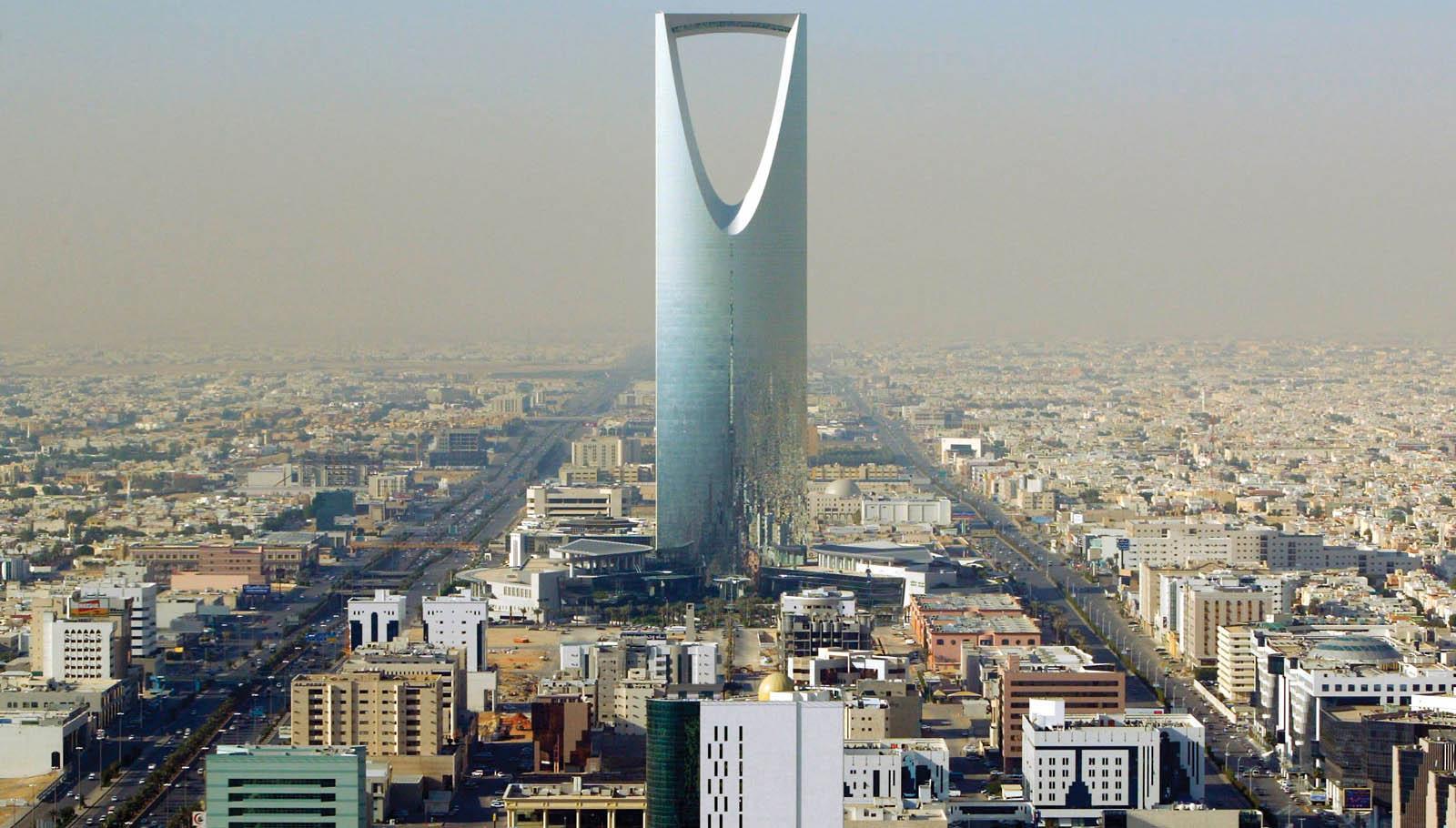 Photo of أحكام بالسجن 32 عامًا لـ5 مسؤولين متهمين بالفساد في السعودية