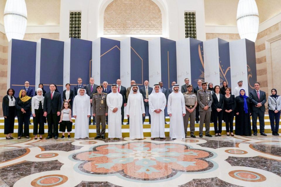 Photo of الإمارات تمنح دفعة من العلماء الإقامة الذهبية