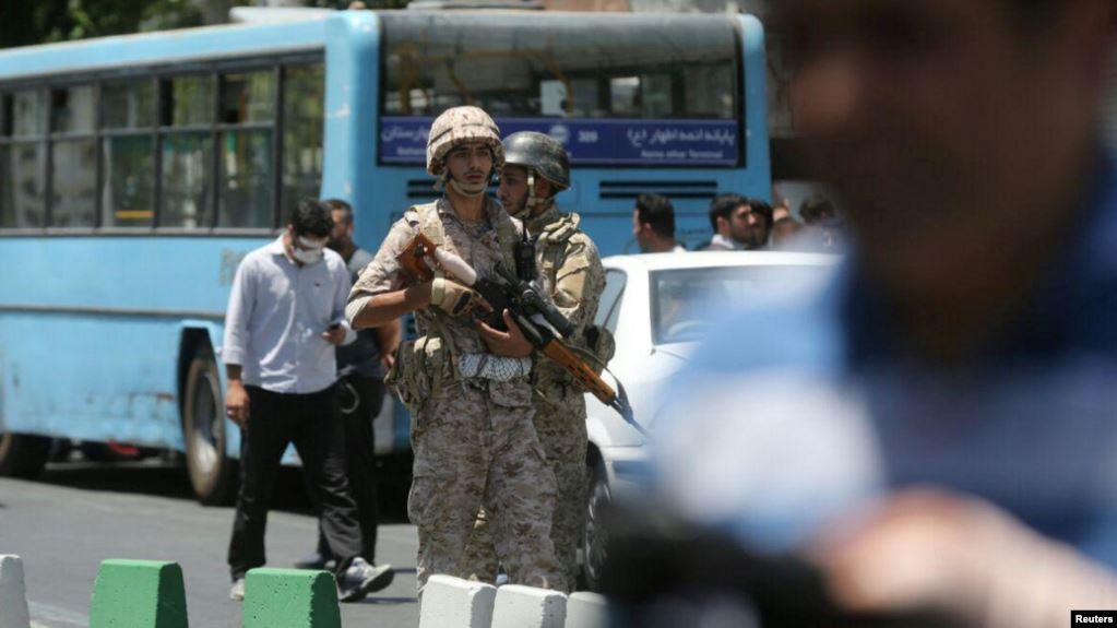 Photo of إعلام رسمي: الاحتجاجات على أسعار البنزين في إيران تأخذ منحى سياسيًا
