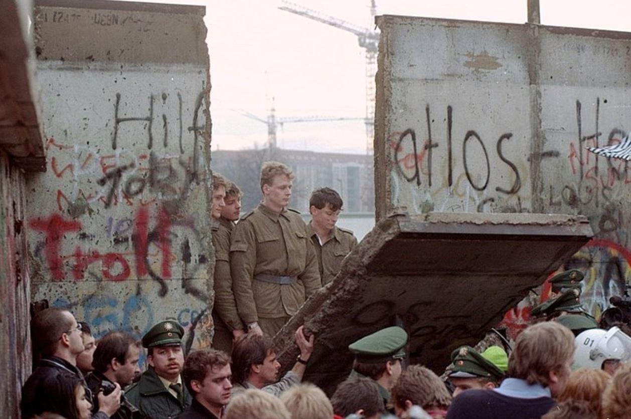 Photo of ألمانيا تُحيي ذكرى مرور 30 عامًا على سقوط جدار برلين