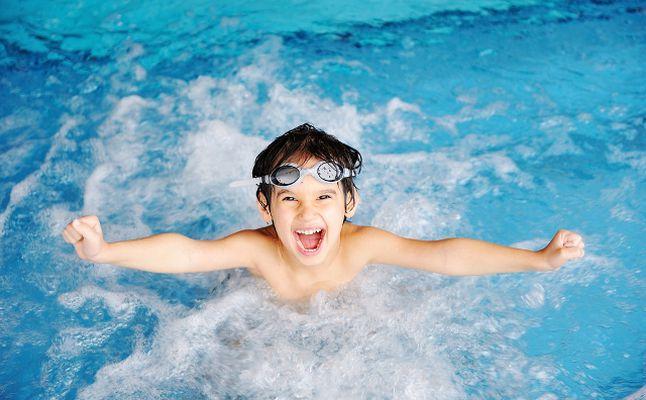 Photo of دراسة: هز الرأس لإخراج الماء من الأذنين قد يسبب تلف الدماغ