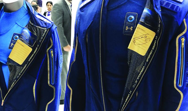 Photo of عرض أول بدلة فضاء للسياح في معرض دبي للطيران