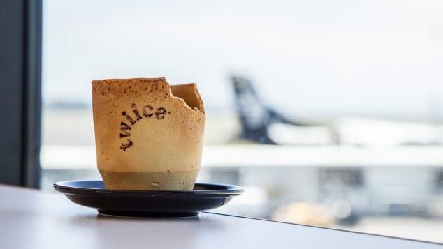 Photo of طيران نيوزيلندا يُقدم أكواب قهوة صالحة للأكل