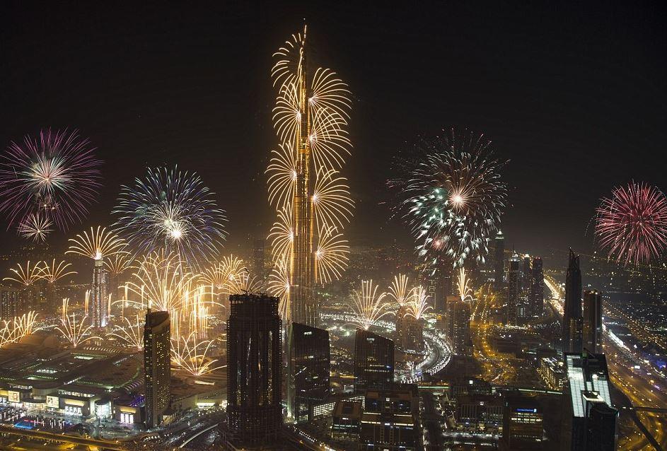 "Photo of الإمارات تتطلع الى دخول ""غينيس 2020"" بعروض الألعاب النارية"
