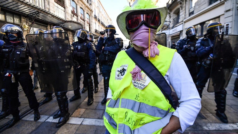 Photo of تظاهرات احتجاجاً على نظام التقاعد الجديد في فرنسا
