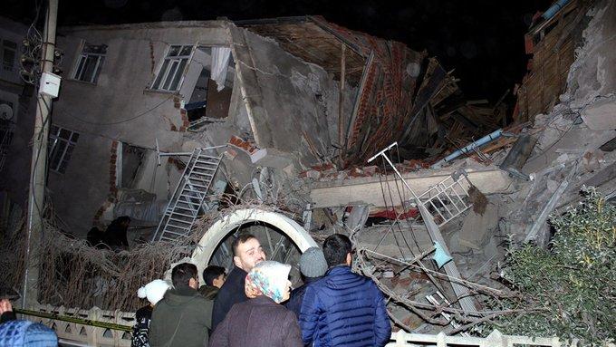 Photo of عشرات القتلى والجرحى جراء زلزال تركيا
